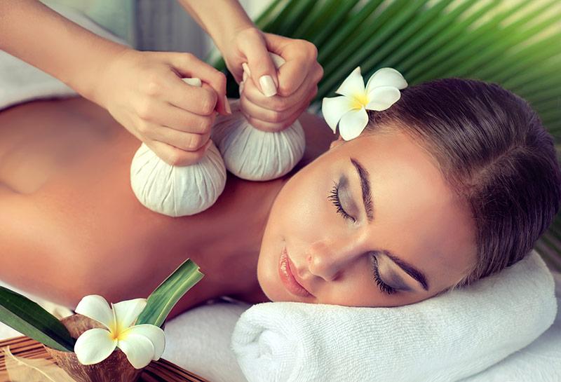 Ayurveda Kräuterstempel Massage